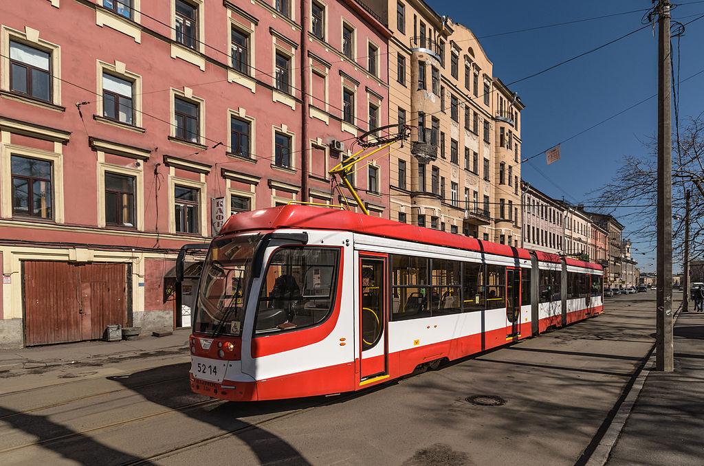 Трамвай на конечной станции «Пл. Репина»
