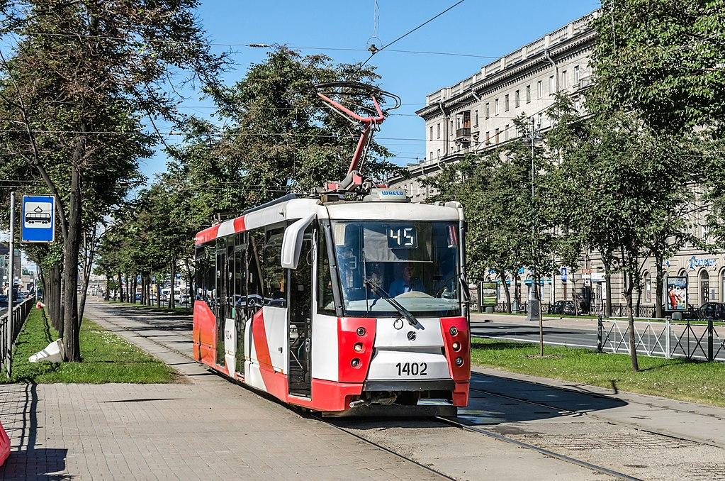 Трамвай ЛМ-2008 на Московском проспекте в Санкт-  Петербурге. Фото: Florstein (WikiPhotoSpace)