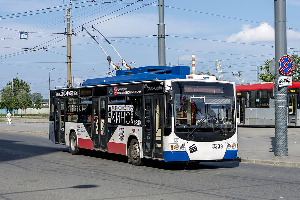 Троллейбус ВМЗ-5298.01 в Санкт-Петербурге. Фото: Florstein (WikiPhotoSpace)
