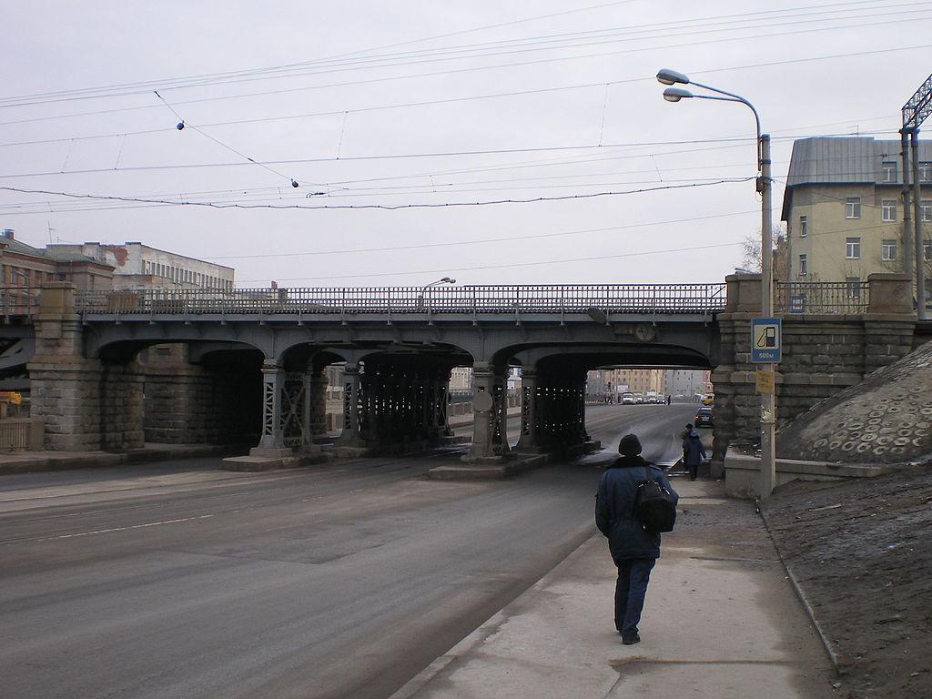 Царскосельский железнодорожный мост в Санкт-Петербурге. Пролёт над южной стороной Обводного канала. Фото: Андрей! (Wikimedia Commons)