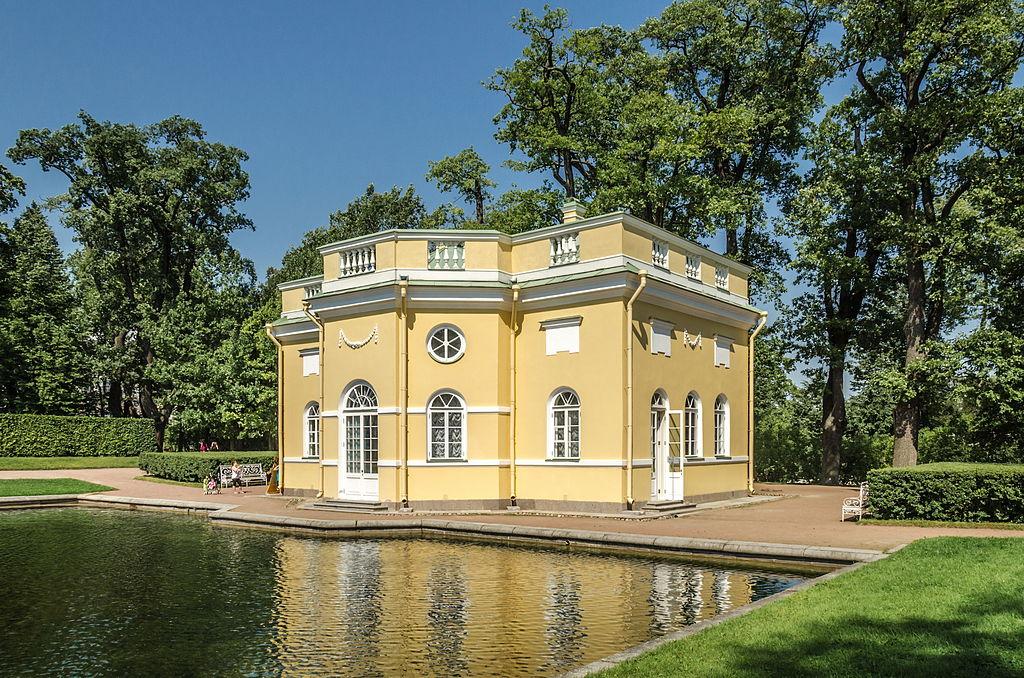 """Павильон """"Верхняя ванна"""" в Екатерининском парке Царского села. Автор фото: Florstein (WikiPhotoSpace)"""