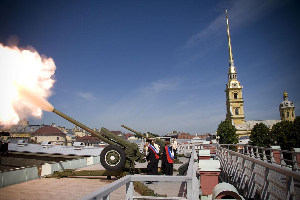 Выстрелы из пушки. Фото: П.Ю. Колесников
