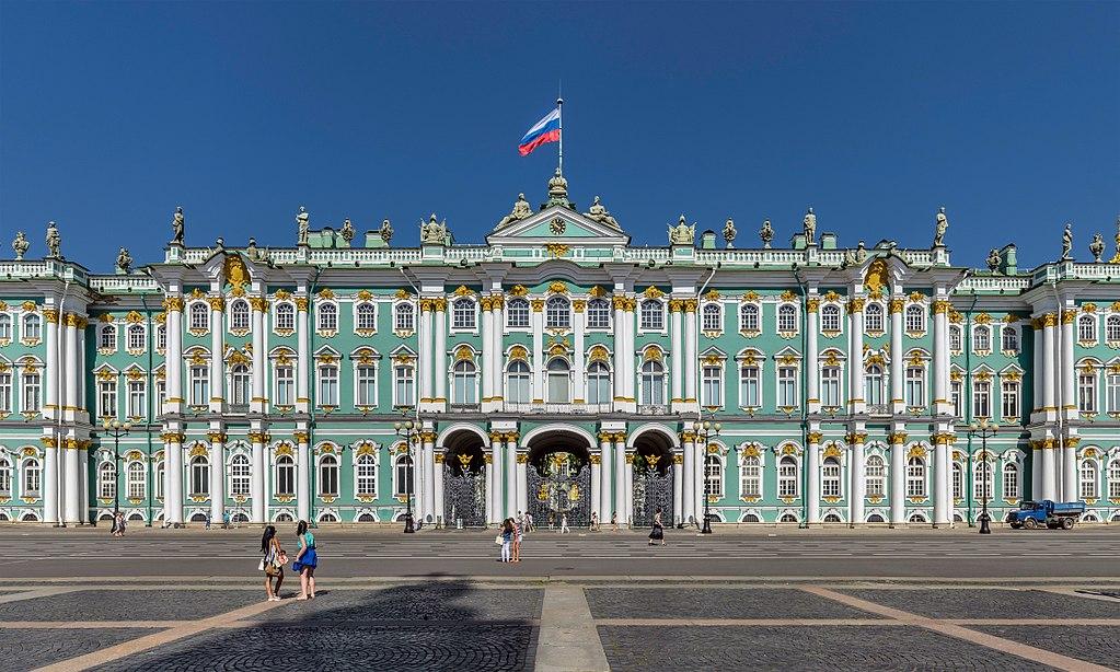 Центральная часть южного фасада Зимнего дворца в Санкт-Петербурге. Фото: Alex 'Florstein' Fedorov  (Wikipedia)