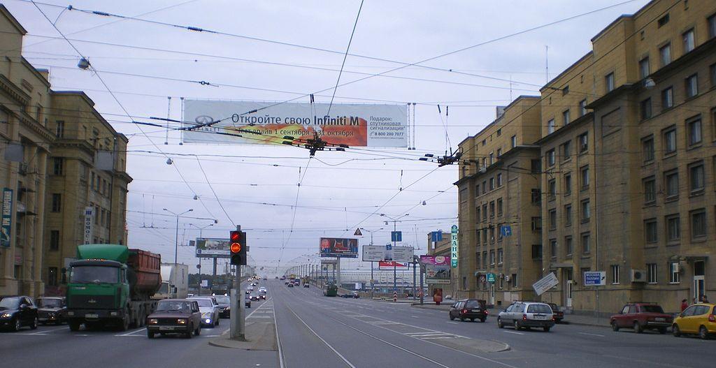 Заневский проспект 6, 7, Мост Александра Невского. Фото: AndreyA (Wikimedia Commons)