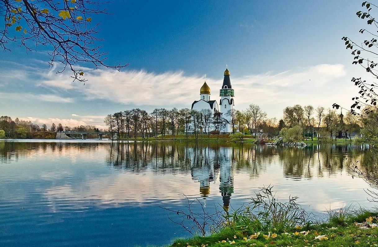 Вид на храм Петра и Павла в Сестрорецке. Автор фото: Klik000 (Wikimedia Commons)