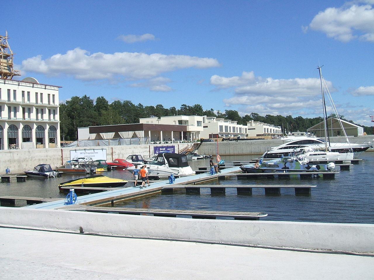 Морская граница. Яхт-клуб в Зеленогорске. Автор фото: Пётр Иванов (Wikimedia Commons)