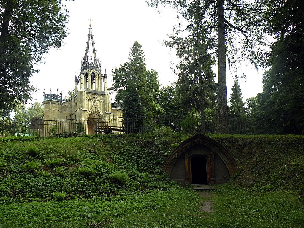 Шувалово. Церковь Петра и Павла и склеп Фото: Витольд Муратов (Wikimedia Commons)