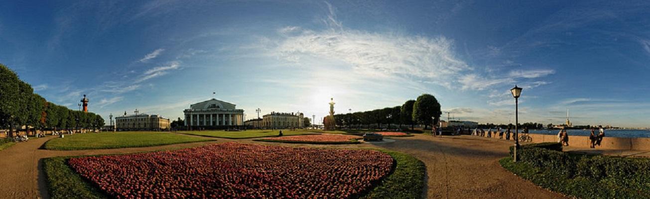 Стрелка Васильевского острова. Фото: Andrey Salnikov (Wikimedia Commons)