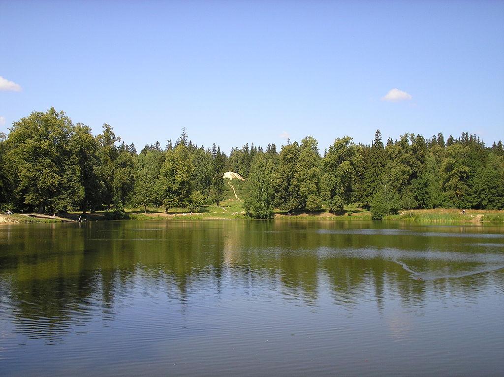 """Шуваловский парк. Гора """"Парнас"""". Автор фото: GBTA (Wikimedia Commons)"""