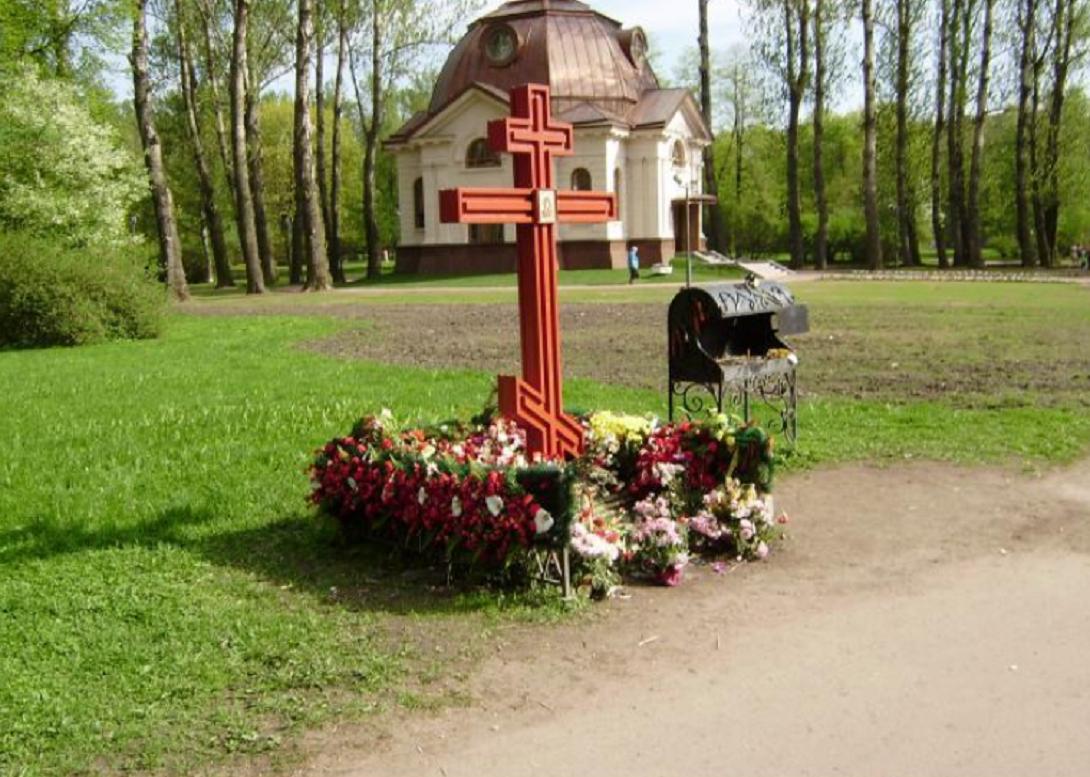 Памятный крест на месте кирпичного завода-крематория. Фото: wikimapia.org