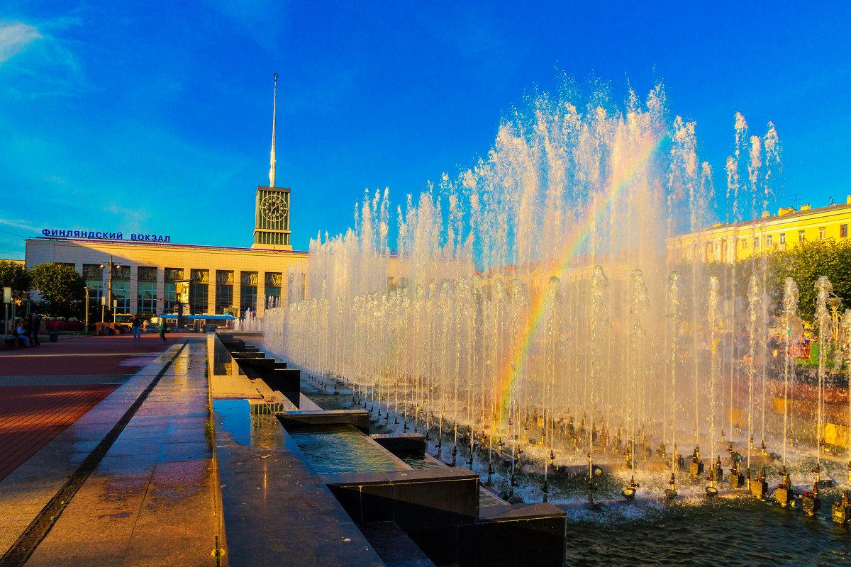 Фонтаны на площади Ленина. Фото: Александр Неустроев