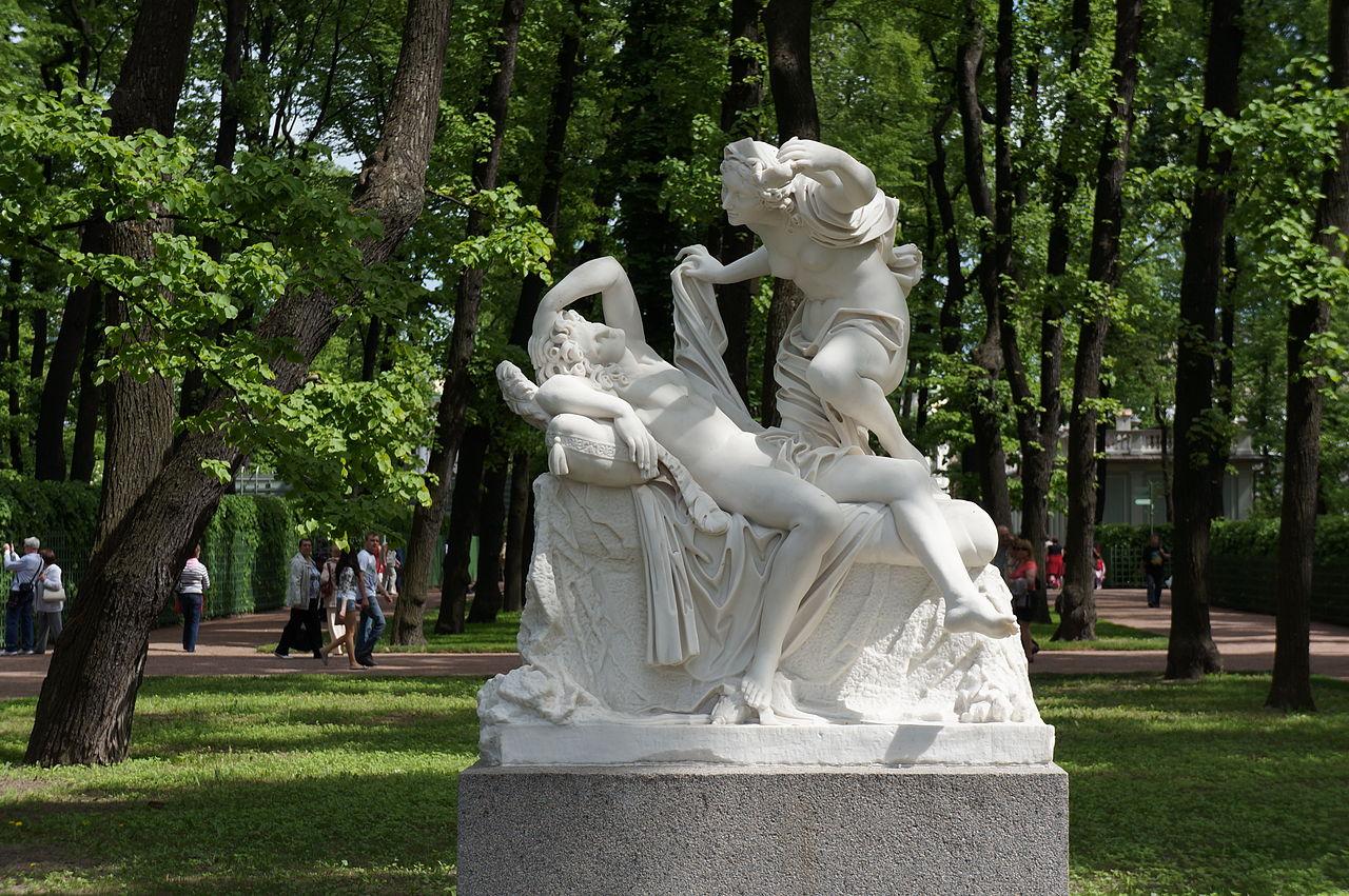 """Летний сад. Скульптурная группа """"Амур и Психея"""". Неизвестный скульптор. Италия, XVIII век. Фото Евгений Со 2012 г."""