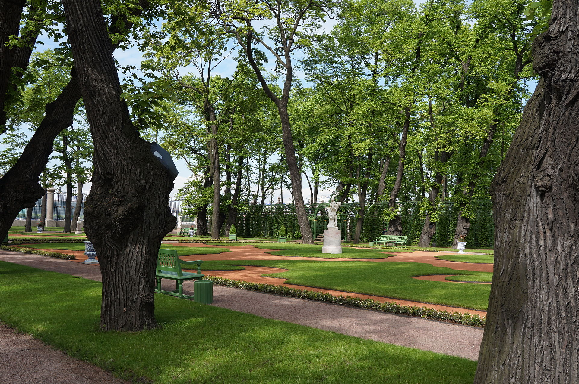 Летний сад. Французский партер от Лебяжей канавки. 2012 г. Автор фото: Евгений Со (Wikimedia Commons)