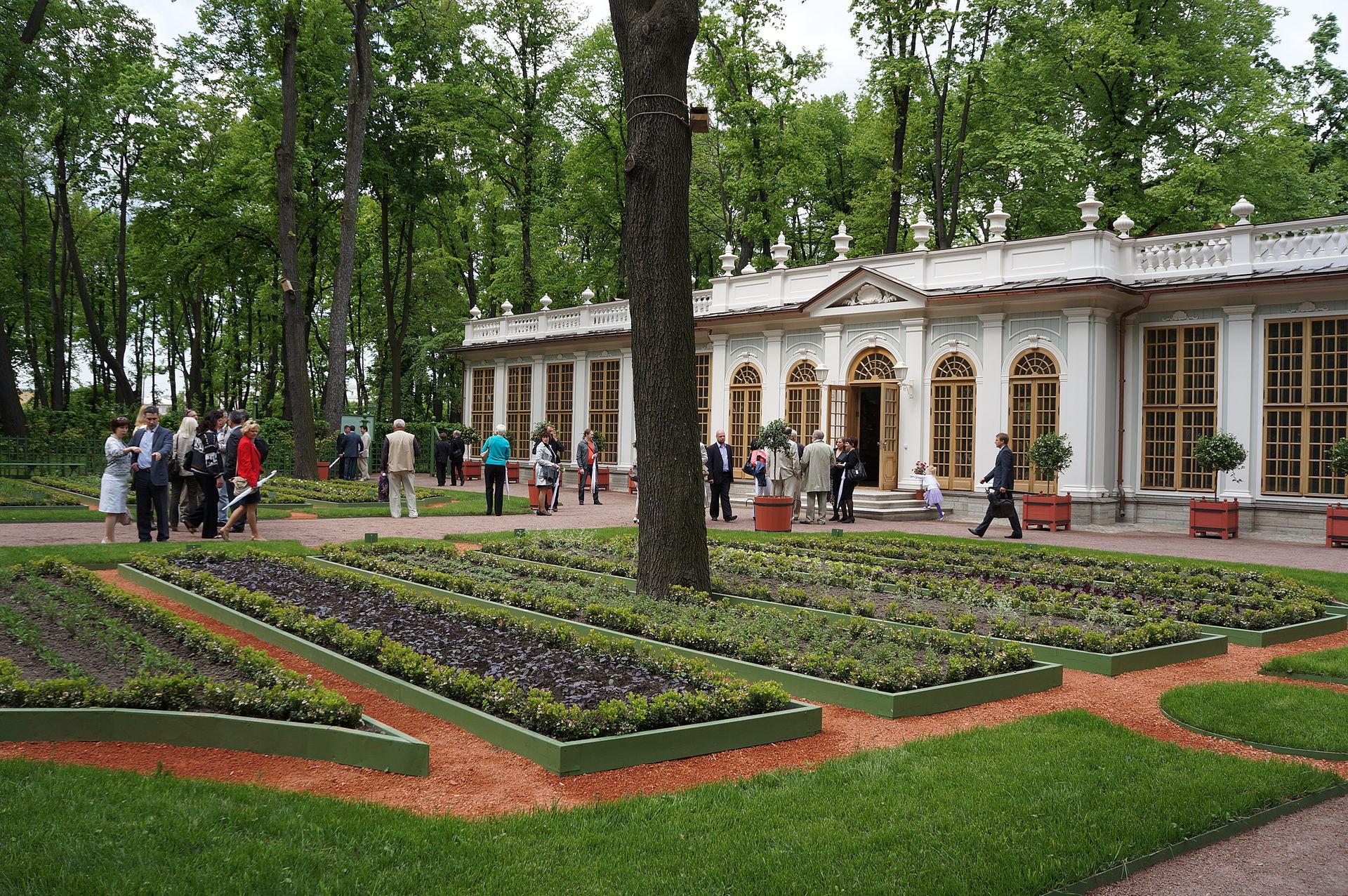 """Летний сад. Павильон """"Малая оранжерея"""". Фото 2012 года. Автор фото: Евгений Со (Wikimedia Commons)"""