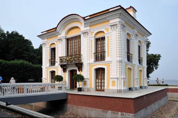 Павильон «Эрмитаж» в Нижнем парке Петергофа