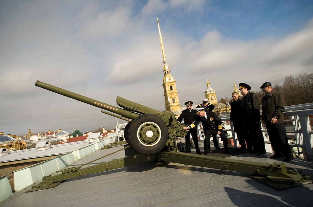 Стреляет адмирал Рафхед в Петропавловской крепости