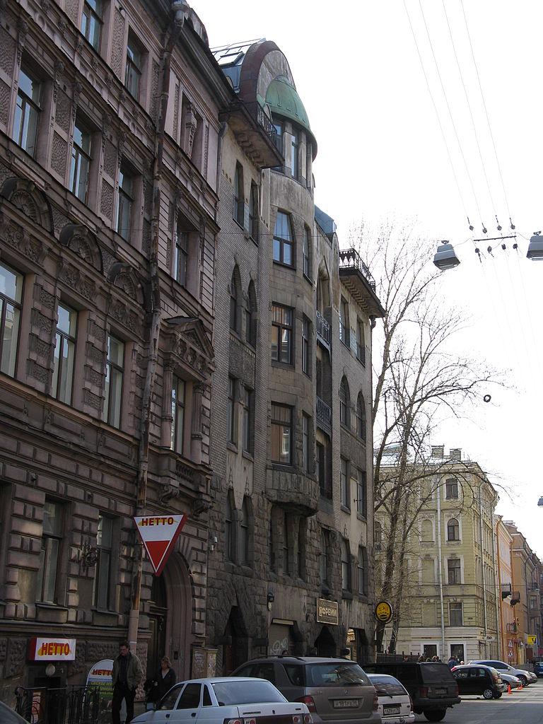 Стремянная улица. На переднем плане (слева направо) — дома 13, 11. Фото: Maryanna Nesina (Wikimedia Commons)