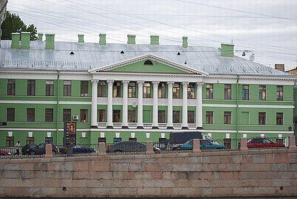 Фасад дома с Ротондой