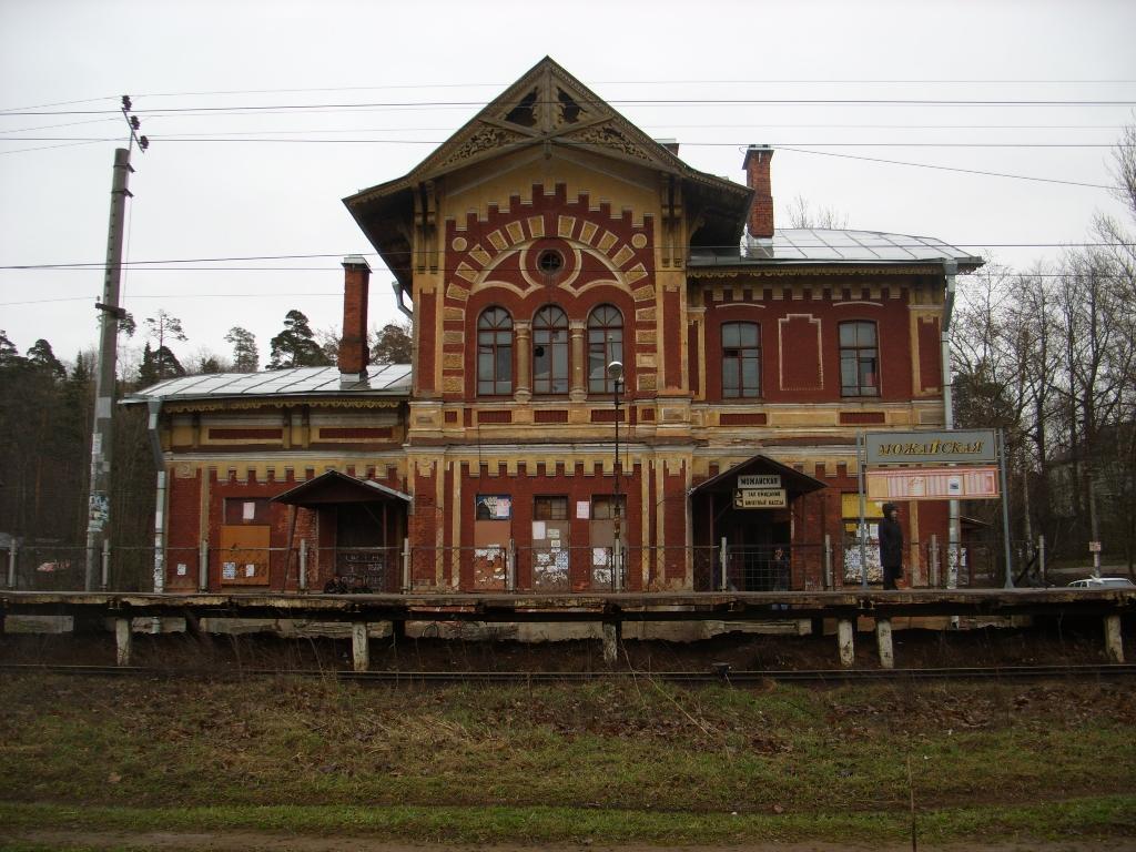 Дудергоф. Здание вокзала. Фото: Никич (Wikimedia Commons)