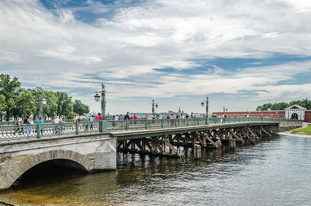 Иоанновский мост в Санкт-Петербурге. Фото: Florstein   (WikiPhotoSpace)