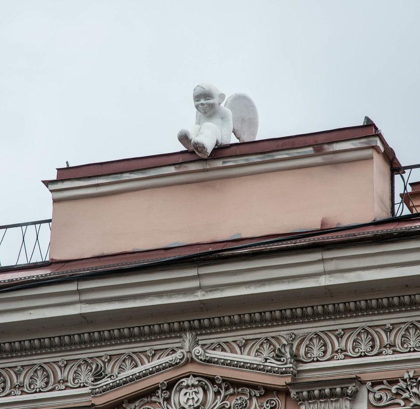 Ангел на крыше консульства Литвы. Фото: fotokto.ru