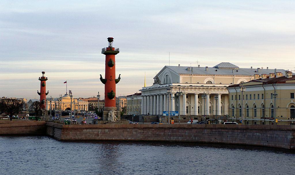 Ростральные колонны. Фото: Валерий Дед