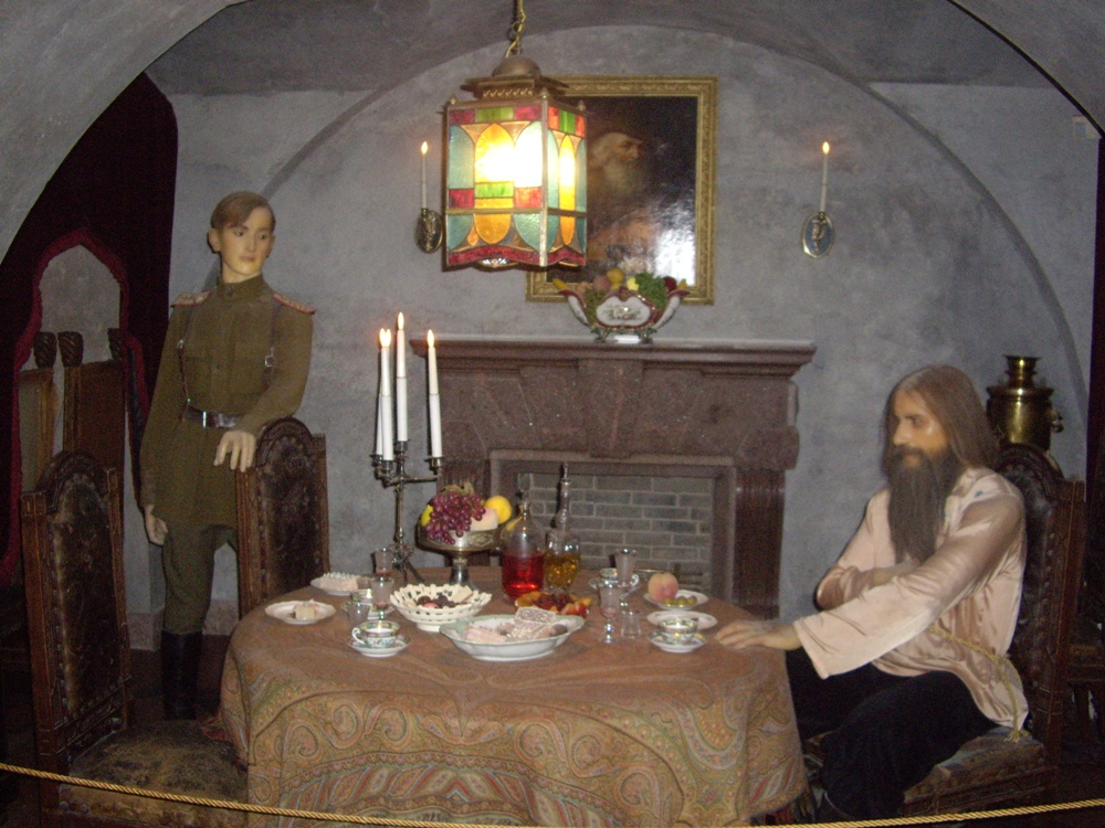 Встреча князя Юсупова с Распутиным. Экспозиция в подвале дворца. https://ru.wikipedia.org/