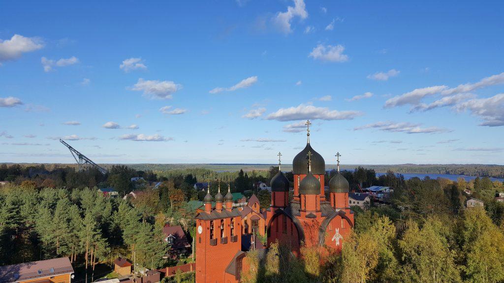 Вид на Собор, озеро Хепоярви и токсовский трамплин. Фото: toksovo-sobor.ru