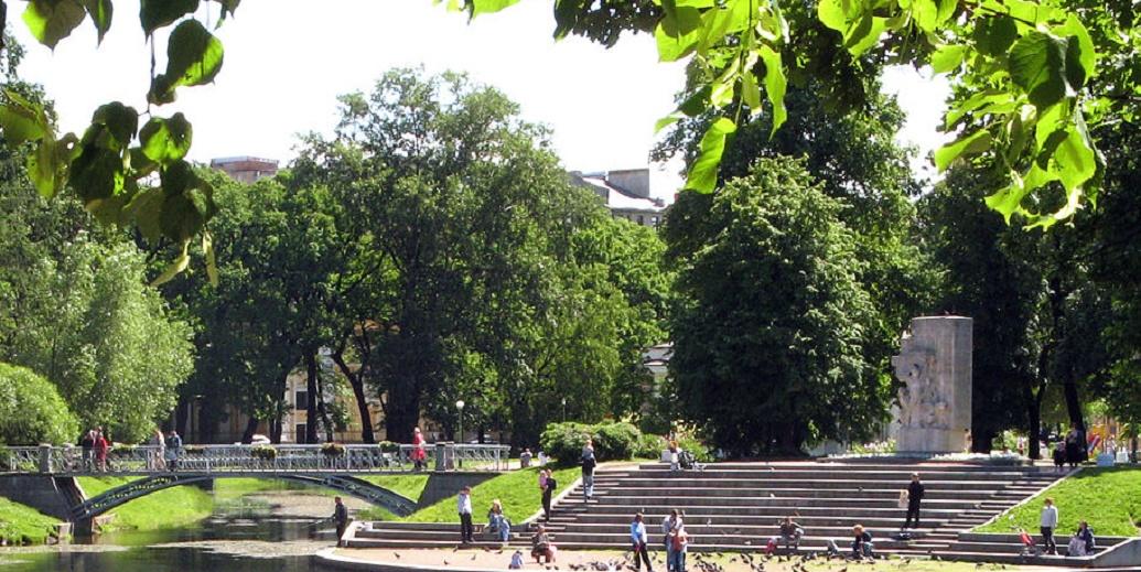Памятник юным героям обороны Ленинграда. Автор фото: Андрей Крижановский (Wikimedia Commons)