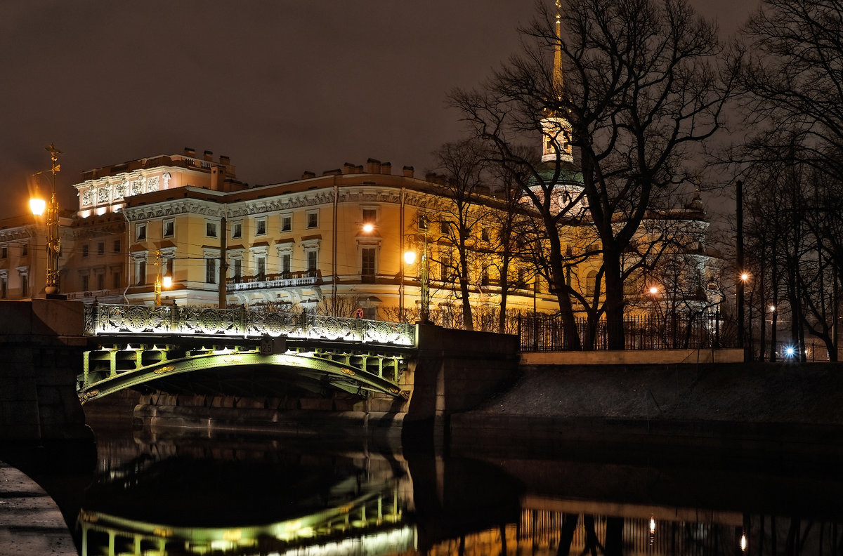 Михайловский замок ночью