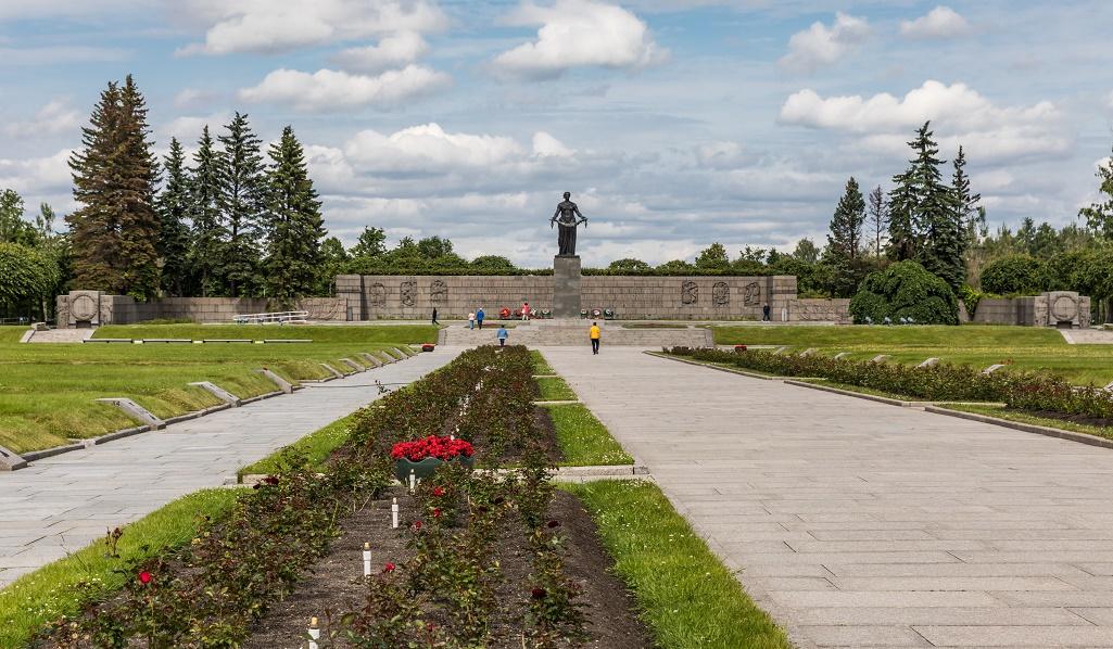 Пискарёвское мемориальное кладбище. Автор фото: Ninaras (Wikimedia Commons)