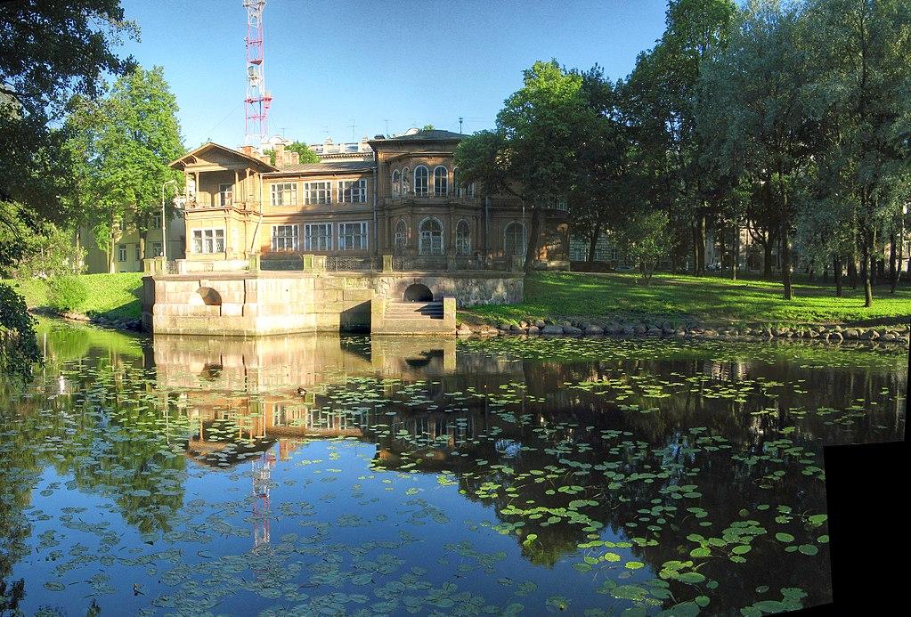 Лопухинский сад и дача Громова на Аптекарском острове. Фото: Vladimir Ivanov (Wikimedia Commons)