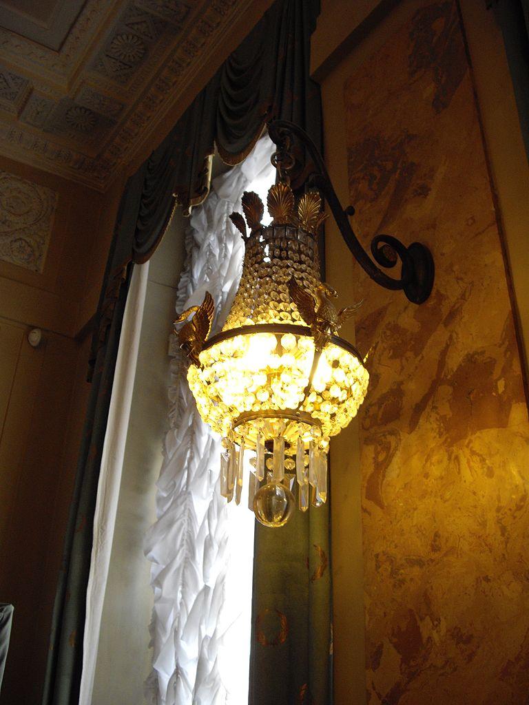 Настенный светильник в стиле модерн в особняке Кшесинской. Фото: Potekhin (Wikimedia Commons)