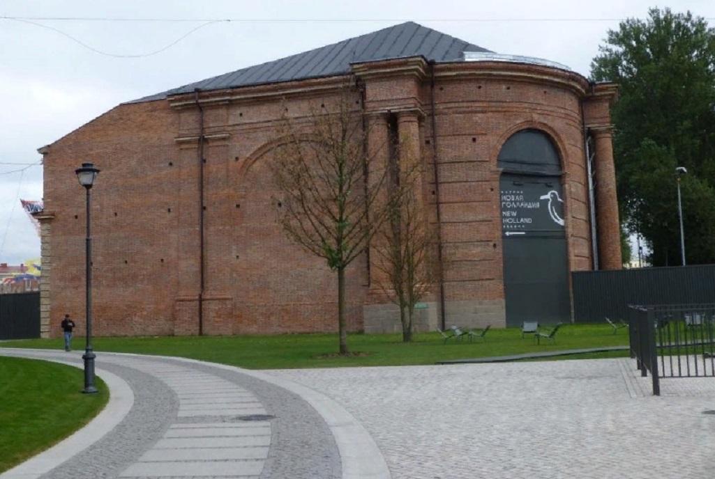 Лесной склад с эмблемой Новой Голландии. Фото: SergBC wikimapia.org