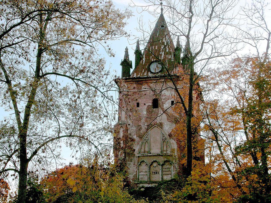 Павильон 'Шапель': Александровский парк 2014 г. Фото: Васильева Лидия (Wikimedia Commons)