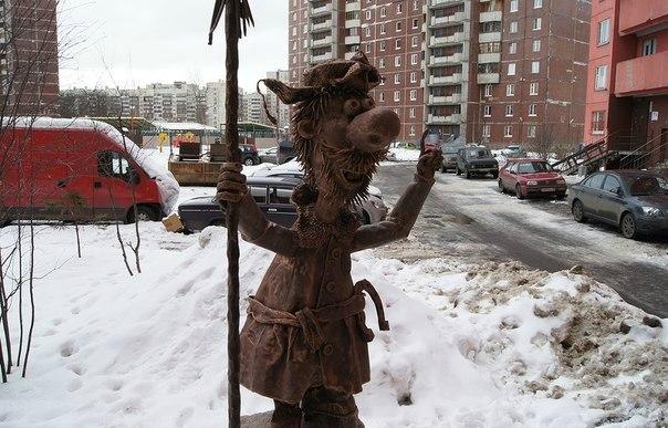 Дворник из сультфильма на ул. Афанасьевская, дом 6. Фото: dm-tolstyh.livejournal.com