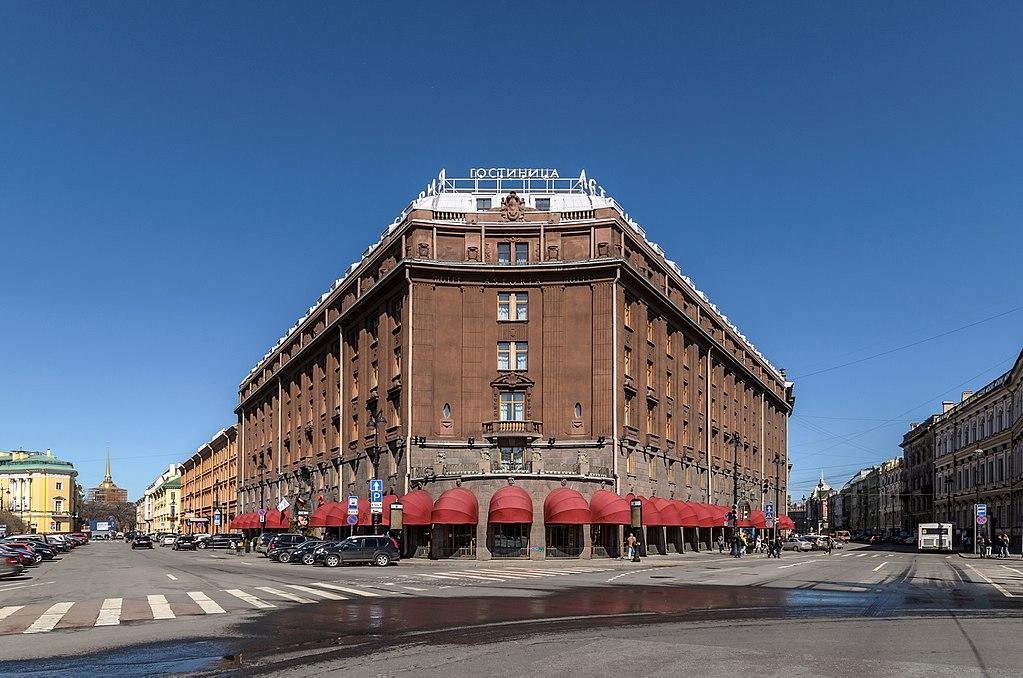 """Гостиница """"Астория"""". Фото: Florstein (WikiPhotoSpace)"""