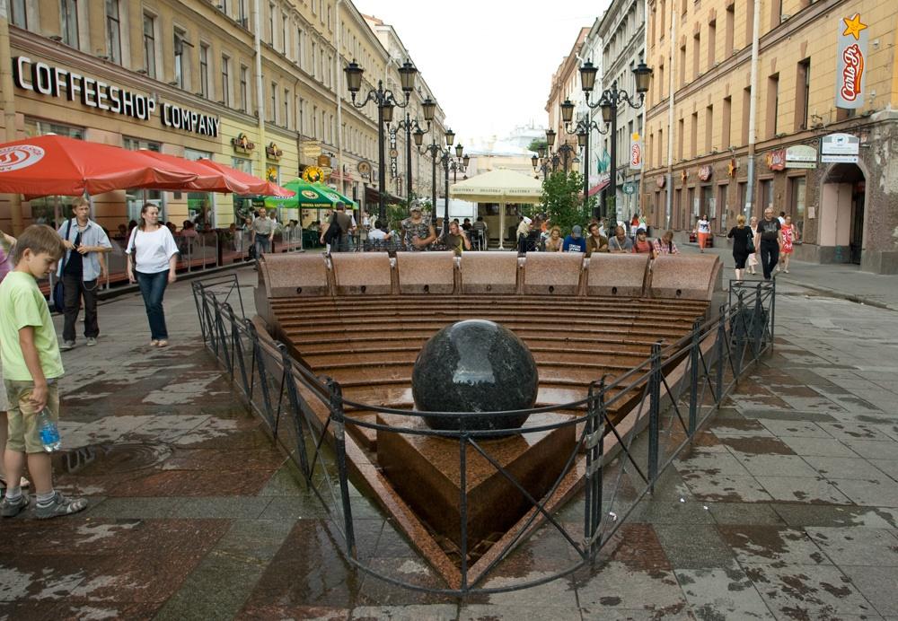 """Фонтан """"Вращающийся шар"""". Фото: Петербург центр"""