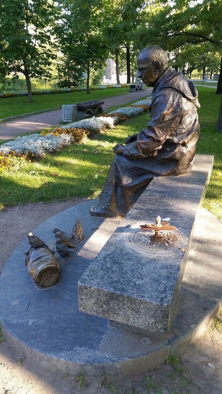 """Памятник """"Красная ворона"""", август 2019 г. Фото: vk.com/welomonosovs"""