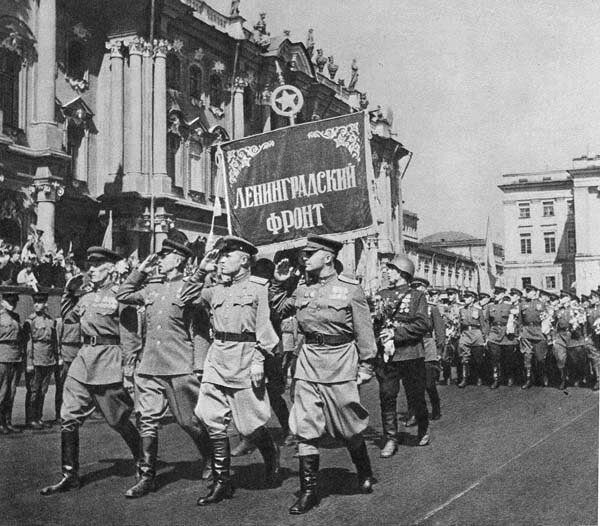 Парад Победы в Ленинграде