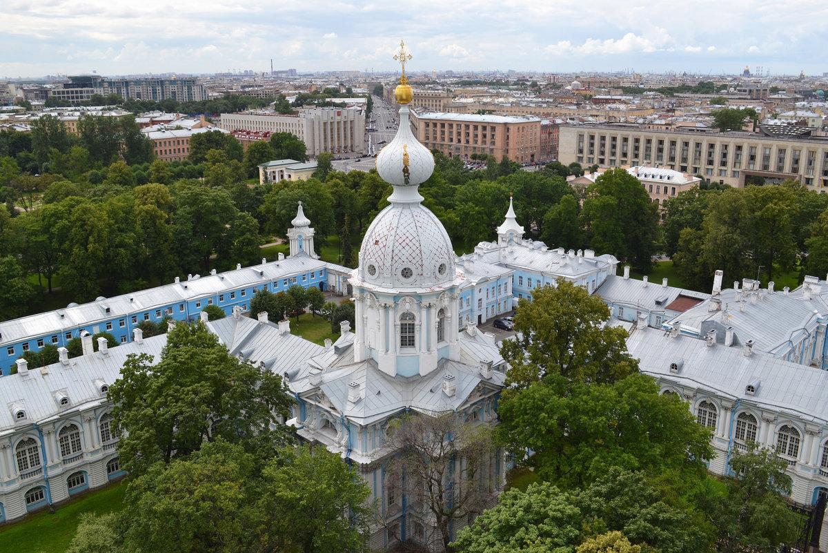 Вид со звонницы Смольного собора. Фото: Наталья Левина (fotokto.ru)