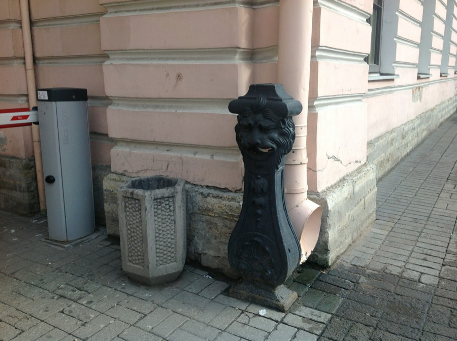 олесоотбойные тумбы в Санкт- Петербурге. Источник фото: arch-heritage.livejournal.com