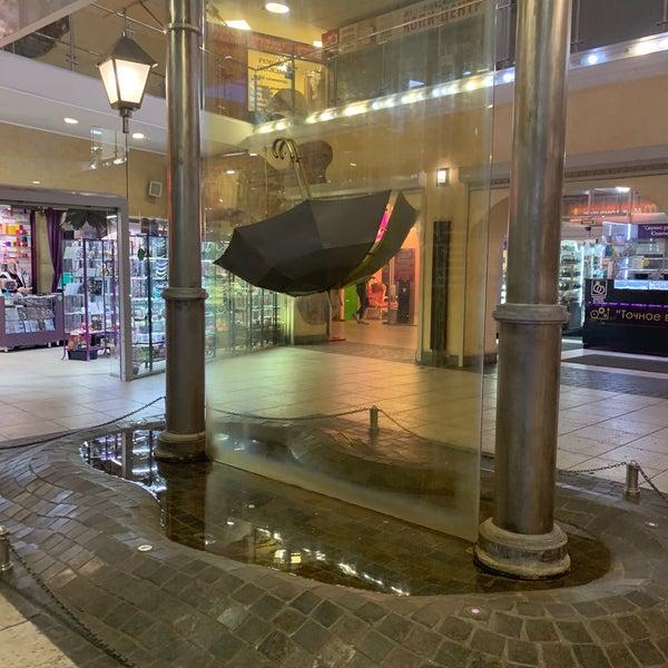Памятник петербургскому дождю - Торговый центр.Фото: ru.foursquare.com