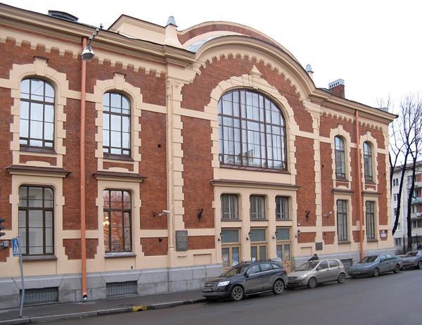 Фасад со стороны Тамбовской ул. Фото: citywalls.ru