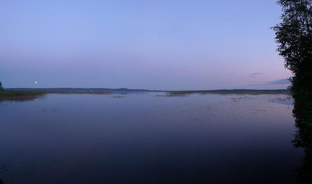 Кавголовское озеро. Автор фото: Макс Колчин (Wikimedia Commons)