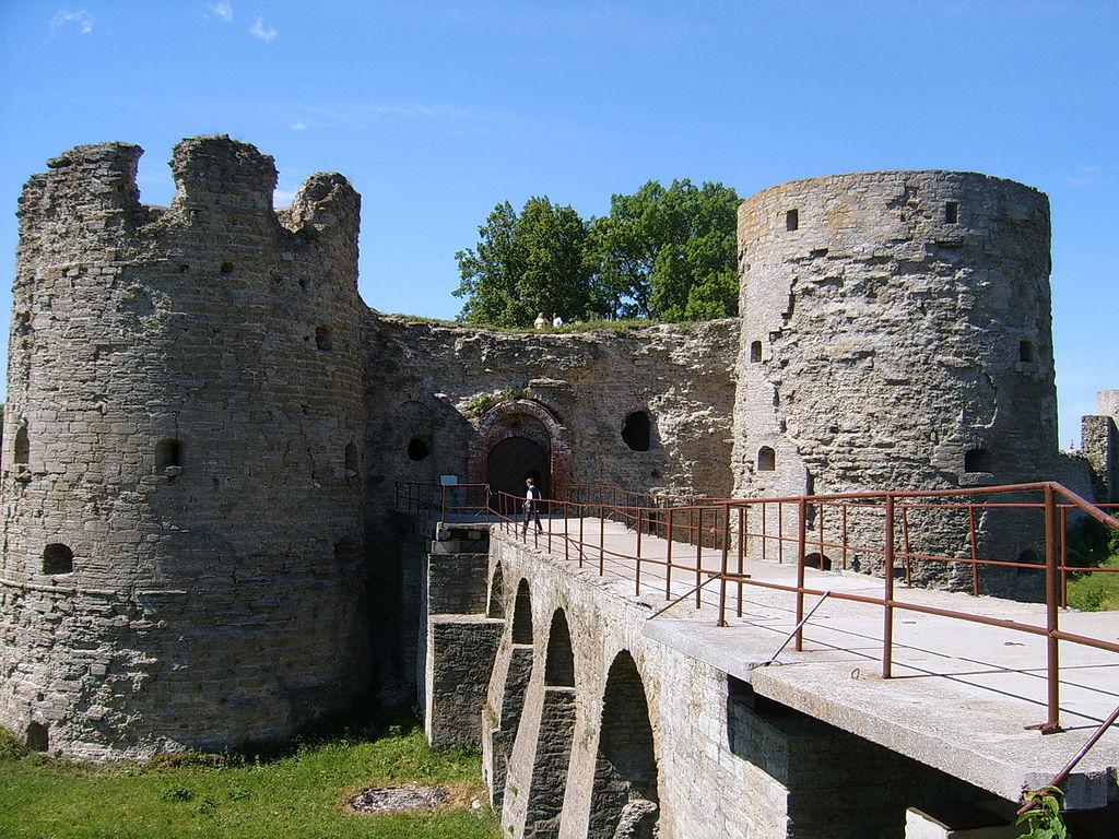 Крепость в Копорье. Вход в крепость. Фото: Мила Питер (Wikimedia Commons)