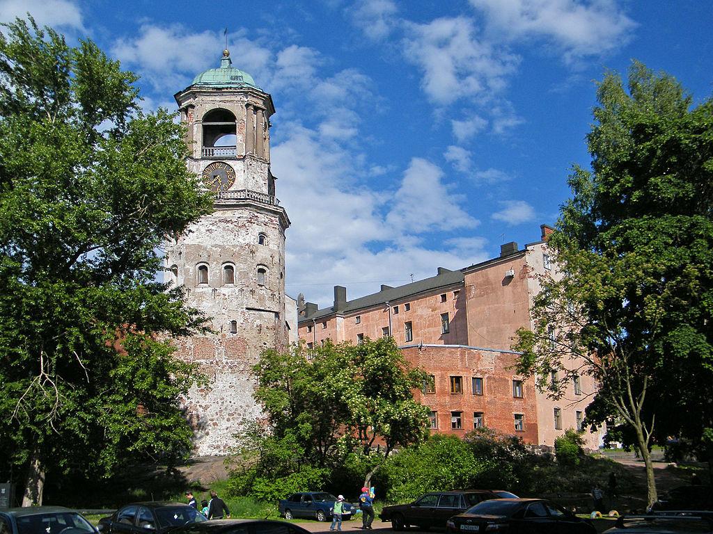 Выборг. Часовая башня. Фото: Борис Мавлютов (Wikimedia Commons)