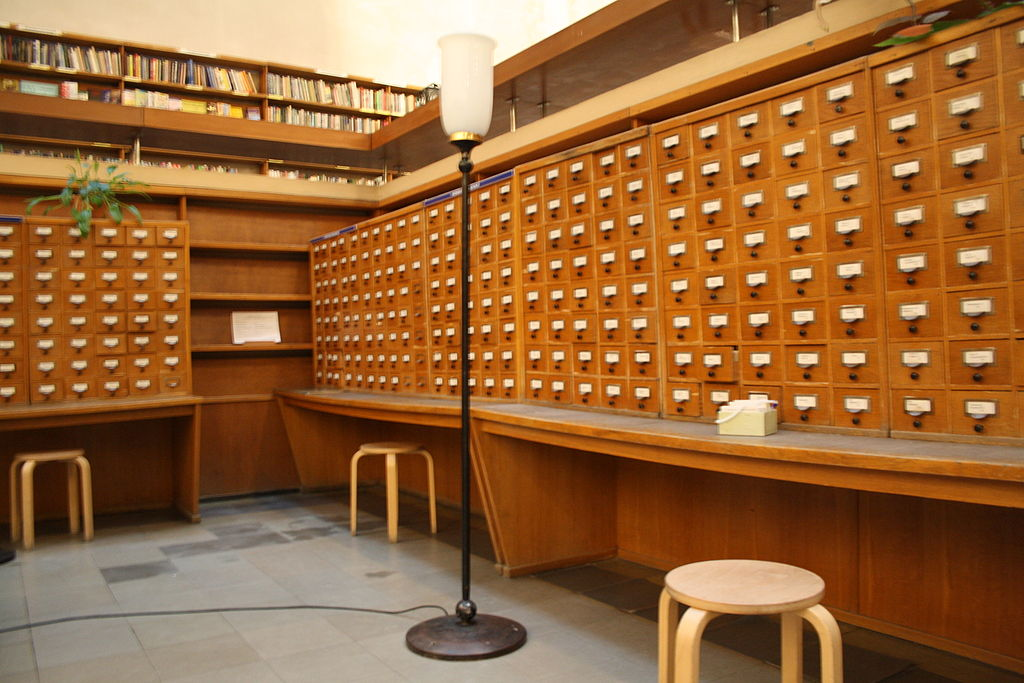 Шкафы с карточками. Фото: Reskelinen