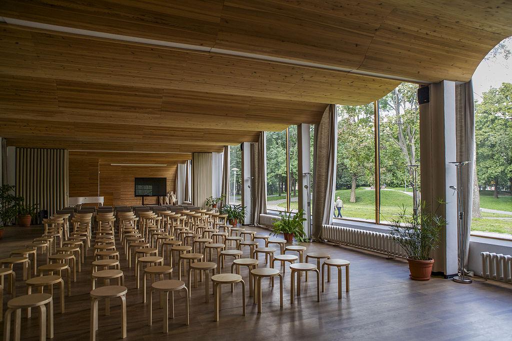 Лекционный зал. Фото: Reskelinen