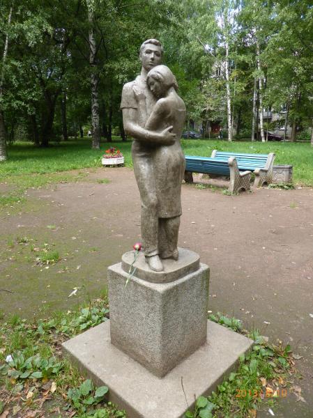 Памятник влюблённым — Карлу и Эмилии в 2013 г. Фото: М. Д. Вайнман